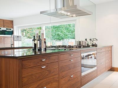 Möbel & Küchen